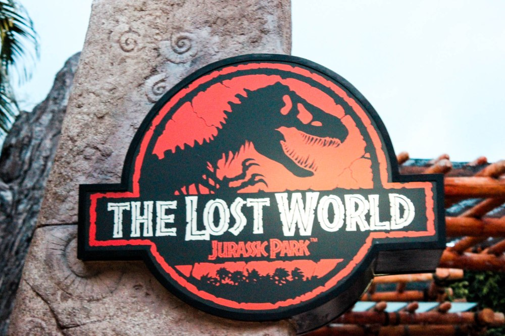 UNIVERSAL STUDIOS SINGAPORE LOST WORLD-2