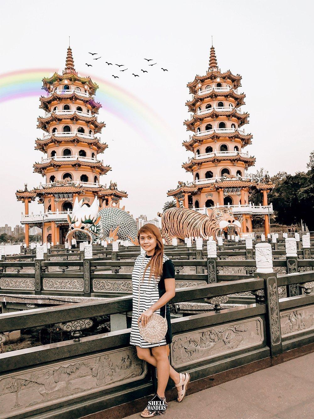 dragon and tiger pagodas kaohsiung taiwan