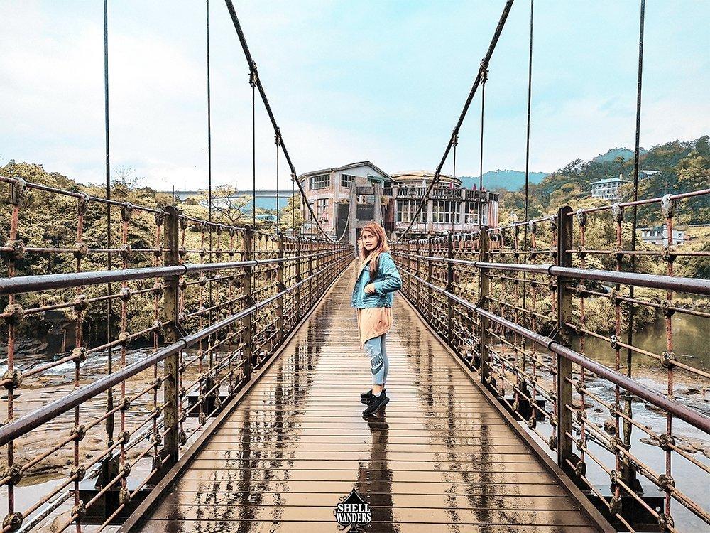 Shifen Bridge going to Waterfalls
