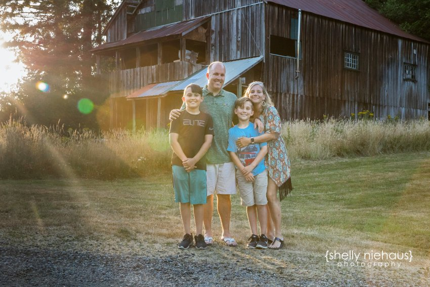 Shelly Niehaus Photography| Dallas Family Photography| Family in Front of Barn