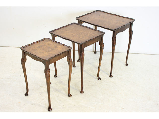1930年代イギリス製アンティーク ウォルナット クイーンアンスタイルのネストテーブル