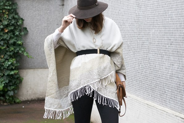 poncho-chapeau-allee du foulard, harmont blaine,
