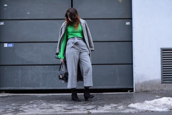 pull, vert, vert pelouse, gris, tenue, outfit, look