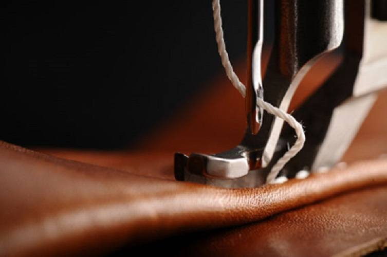 choosing-the-best-sewing-machine-for-leather-and-denim