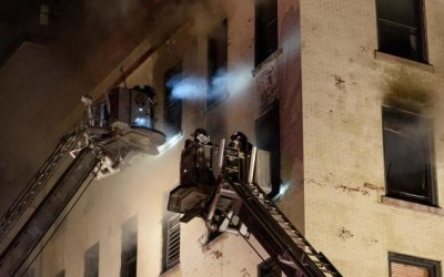 (English) Fire starts in Kitchen and injures 11 firefighters