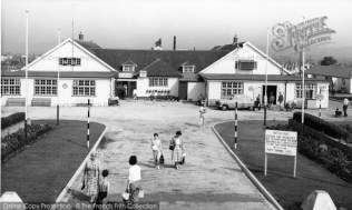 dymchurch-beach-holiday-centre-c1960_d74039_large