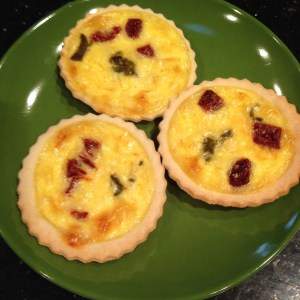 Christmas mini-quiches (green chile and dried tomato)