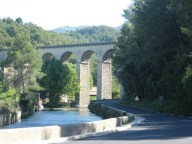 Fontaine-de Vaucluse - Roman Aqueduct on the way into town