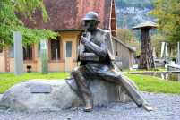 shutterstock_125984594-sherlock-holmes-statue-switzerland-1