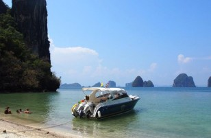 Touring Phang Nga Bay in Phuket with Simba Sea Trips