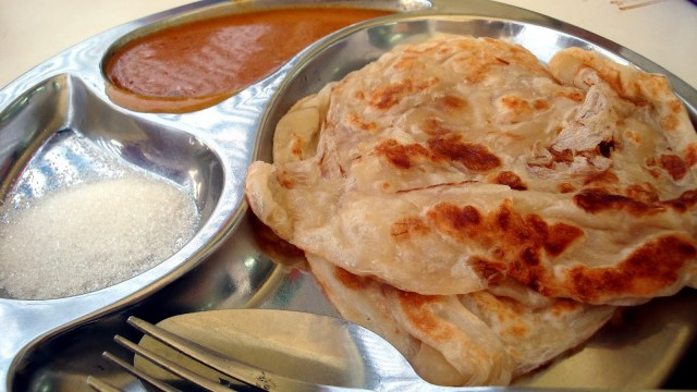 Indian_Muslim_Food_-_Roti_Prata_2
