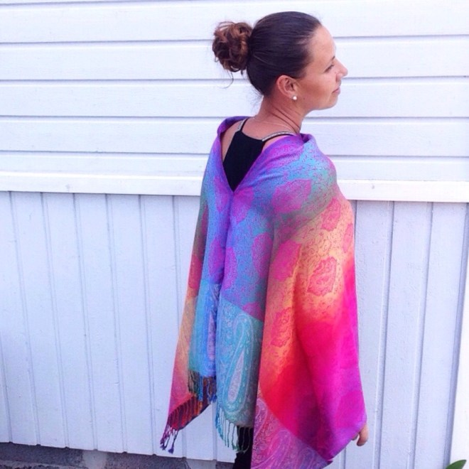 Oversized poncho in Thai pashmina, back. Color me happy by sherocksabun