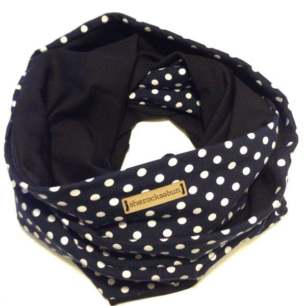 Dark navy blue polka dot pocket scarf by sherocksabun. Huivi taskulla. Scarf med ficka
