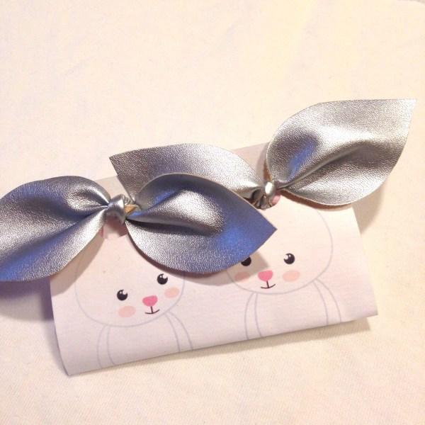 Faux leather silver bunny hair tie, Keinonahka hopea hiusrusetti, Imitationsläder hårrosett silver, 2pcs