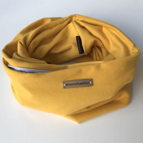 Mustard yellow organic cotton pocket scarf – Sinapin keltainen luomu-college taskuhuivi – Senapsgul eko-college scarf med ficka sherocksabun