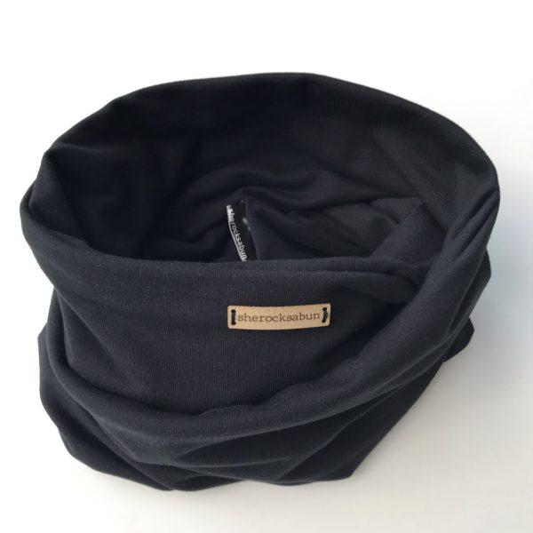 Black organic cotton pocket scarf – Musta luomu-college taskuhuivi – Svart eko-college scarf med ficka sherocksabun