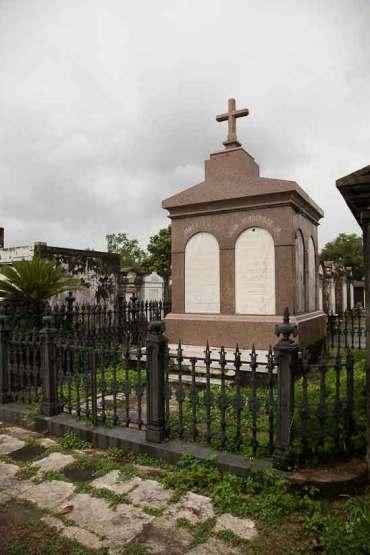 new orleans st louis cemetery voodoo queen
