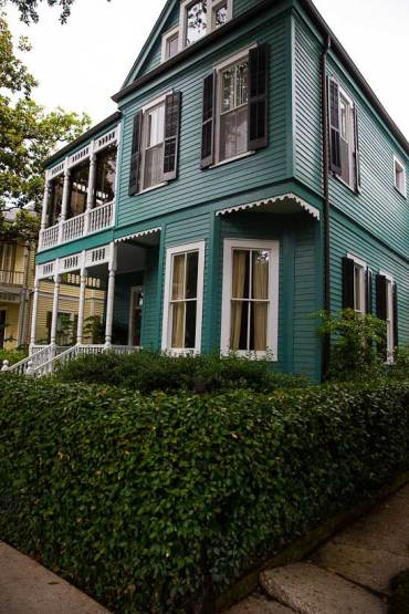 new orleans garden district grand houses walking tour
