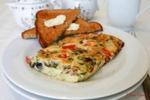 baked eggs with asparagus and mushroom