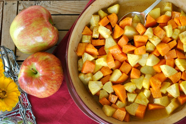 healthy Thanksgiving side dish recipes, roasted sweet potatoes and apples