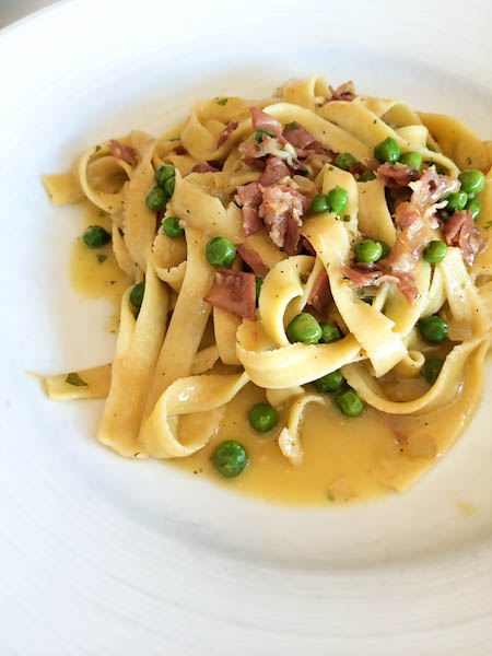 Flat noodles, prosciutto, peas, onion, tossed in olive oil, herbs, garlic, and white wine, MODO MIO-5920