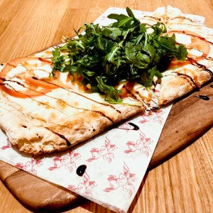 Mozzarella, tomato and fresh arugula pizza | ShesCookin.com