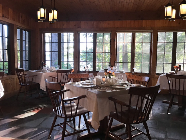 Dining room with lake view at Migis Lodge