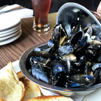 Penn Cove Mussels For a Perfect Moules Marinière
