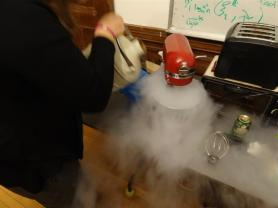 Making frozen yoghurt with liquid nitrogen