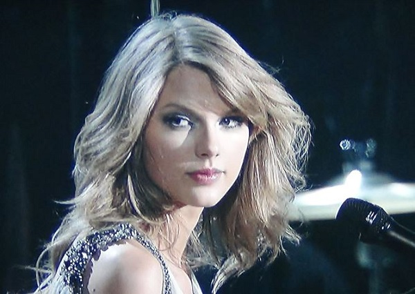 Taylor Swift Beautiful Images: Taylor Swift Snubbed By Grammys But Was The Most Beautiful