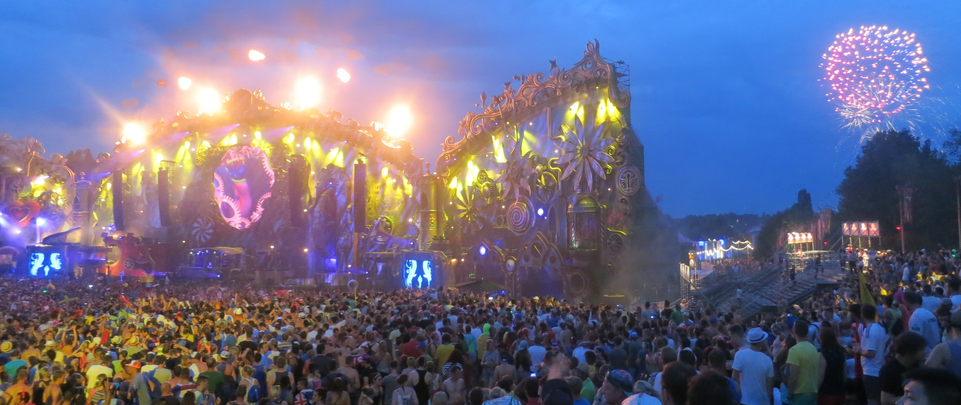 Mynn's 15 Tips for First Timers at Tomorrowland - She Walks