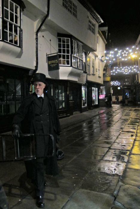 York Ghost Hunt - Mynn's Top 10 Things to do in York - www.shewalkstheworld.com