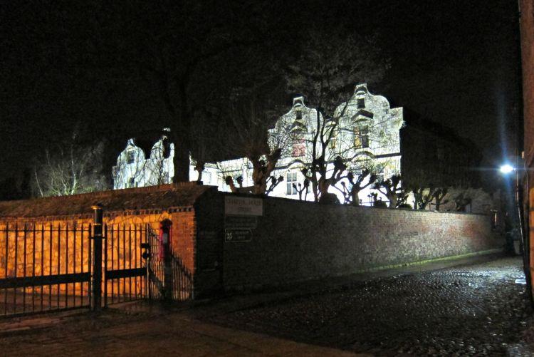 York Ghost Hunt - Mynn's Top 10 Things to do in York - www.shewalkstheworld.com