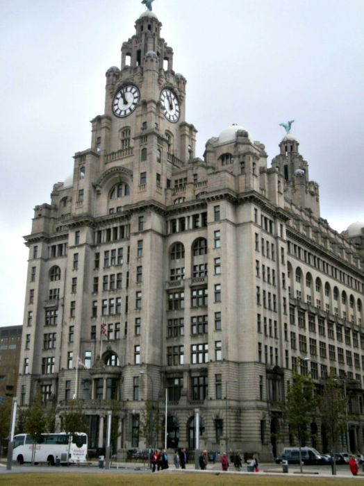 The Royal Liver Building - My Day in Liverpool - www.shewalkstheworld.com
