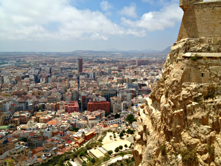Castillo de Santa Barbara - Alicante in One Day - www.shewalkstheworld.com