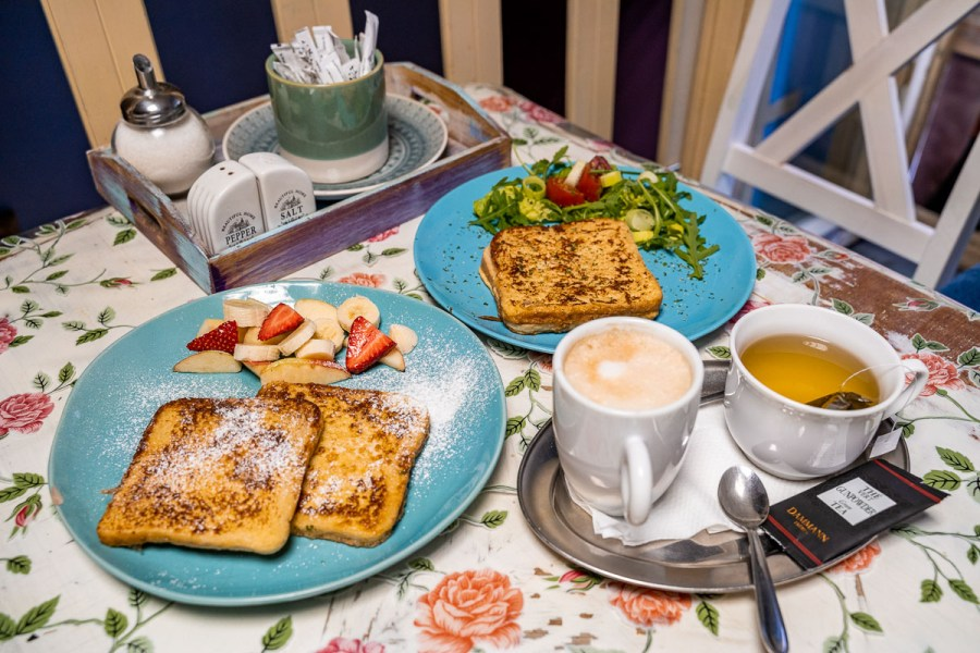 French toasts for breakfast in Anyám szerint, Budapest