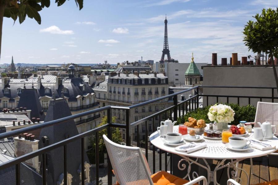Beautiful terrace overlooking the Eiffel Tower at Hotel San Regis in Paris