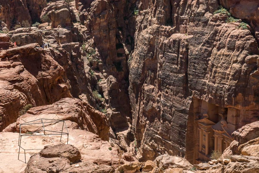 Roads leading to the best Treasury viewpoint in Petra