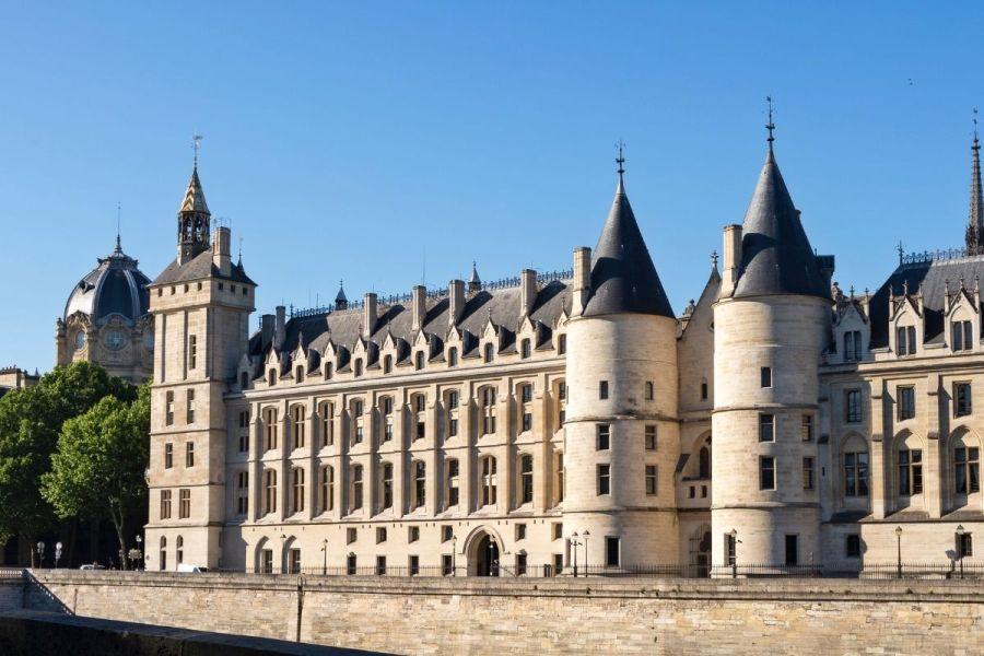 Concierge in Paris
