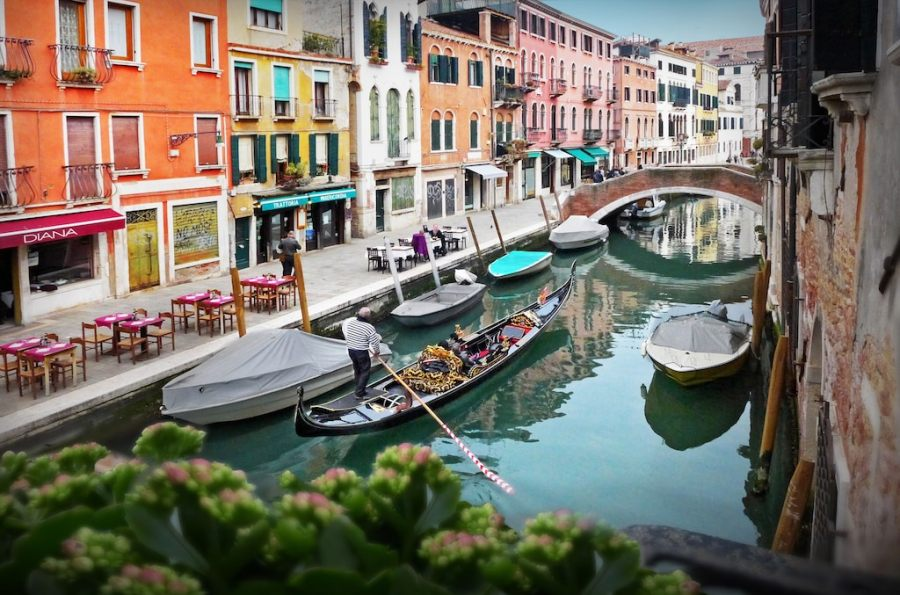 Waterfront! Balconies Overlooking Canals in Central Venice