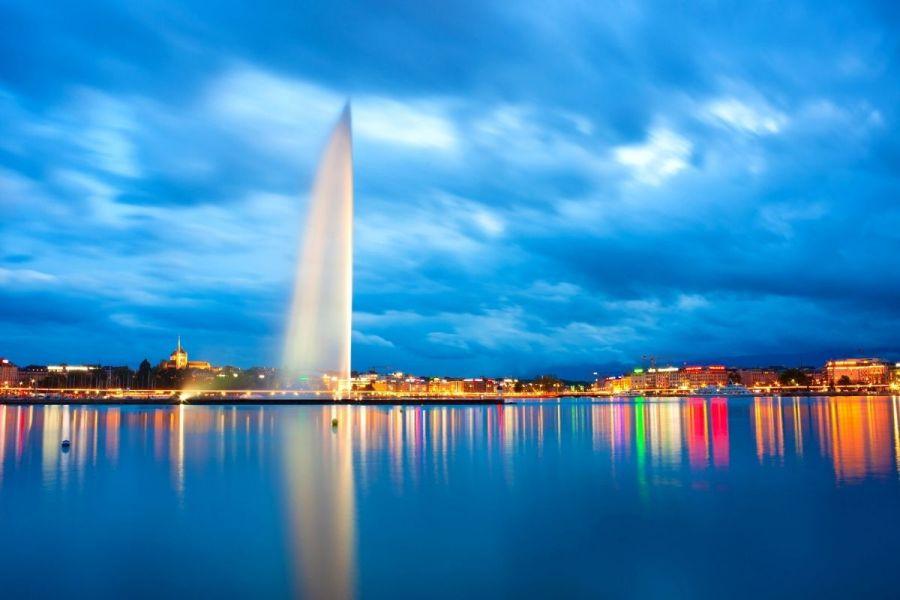 Jet d'Eau at night in Geneva