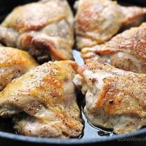 Easy Beer Braised Chicken Recipe | shewearsmanyhats.com