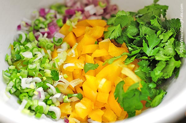 Blackeye Pea Salad Recipe | shewearsmanyhats.com