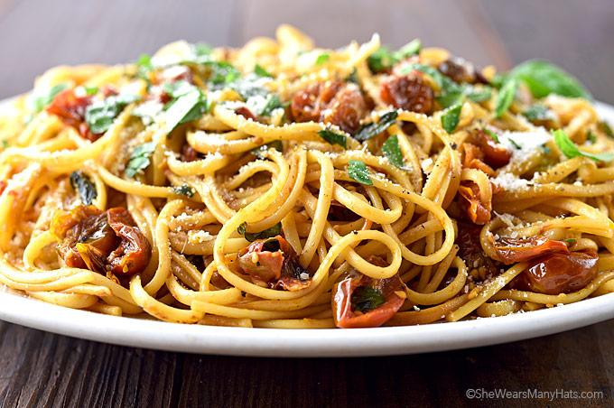 Easy Roasted Tomato Garlic Pasta Recipe   shewearsmanyhats.com