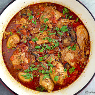 Easy Classic Chicken Cacciatore Recipe | shewearsmanyhats.com
