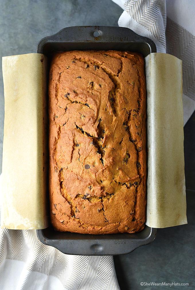 Easy Pumpkin Chocolate Chip Bread Recipe | shewearsmanyhats.com