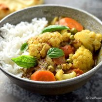Easy Cauliflower Curry Recipe   shewearsmanyhats.com