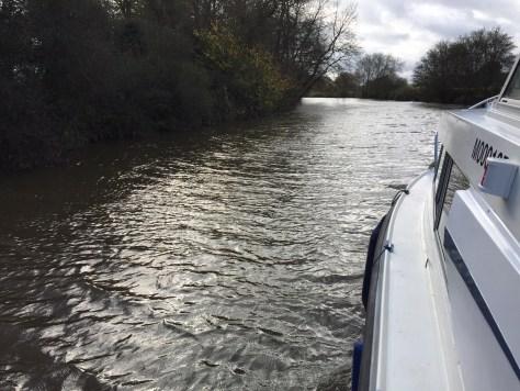 fast_flowing_river_medway_levels_current_flow