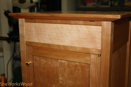 Fitting the drawer front.