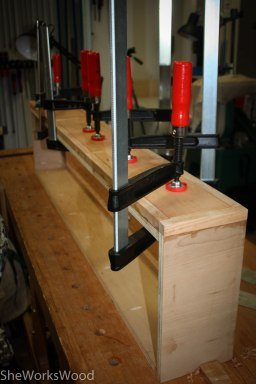 After fitting the false drawer fronts, they were glued in the frames.
